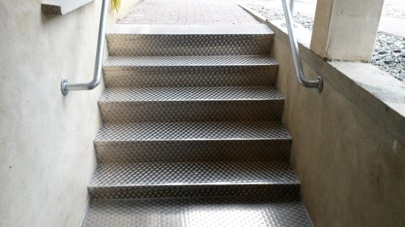 Außentreppe 12